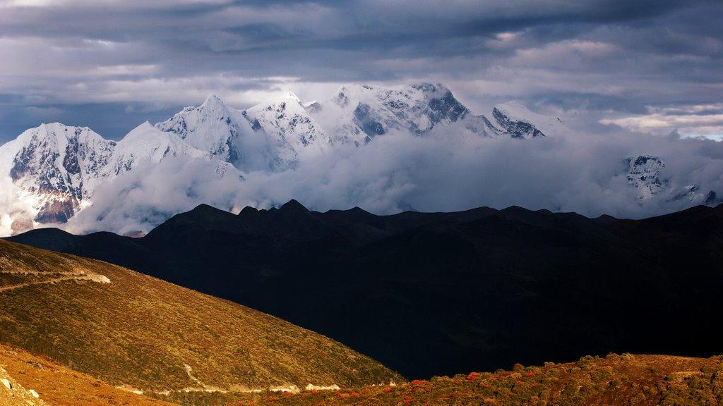 Himalayas from Serkyem Pass, Brahmaputra