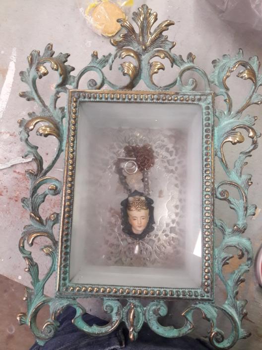 dusti frame 1.jpg
