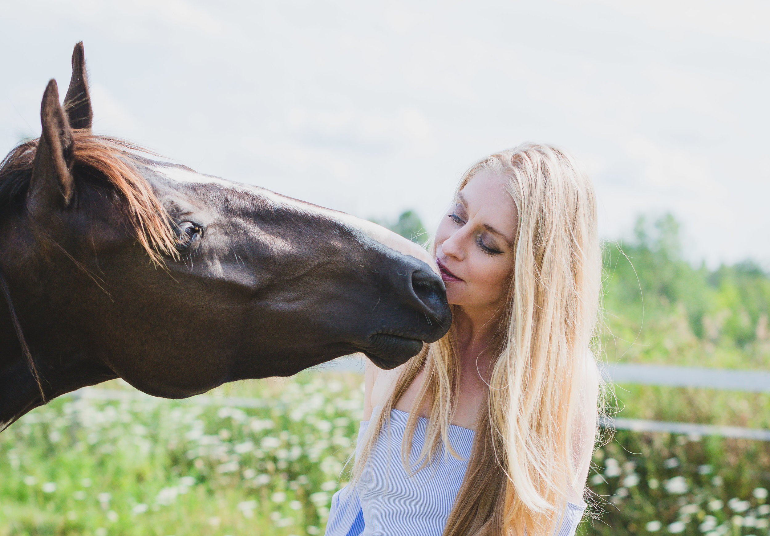 Shelly Burton, energy medicine woman, enjoying an intimate healing kiss from Pippy the horse.