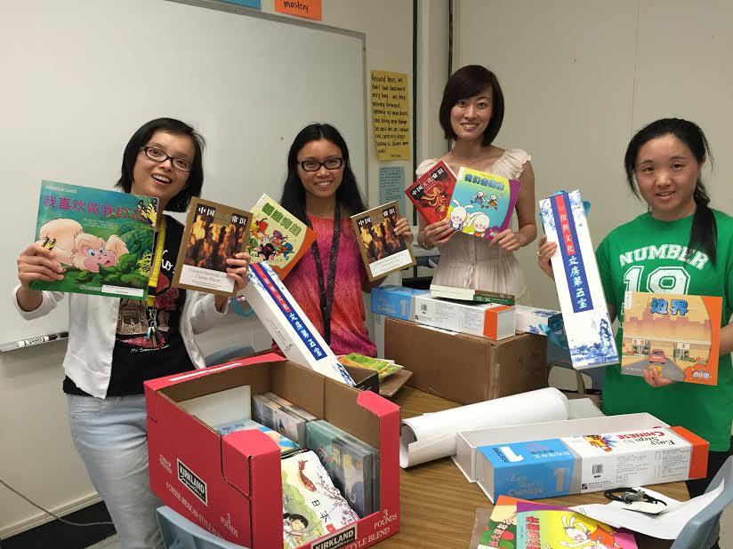 Teachers receiving Chinese textbooks
