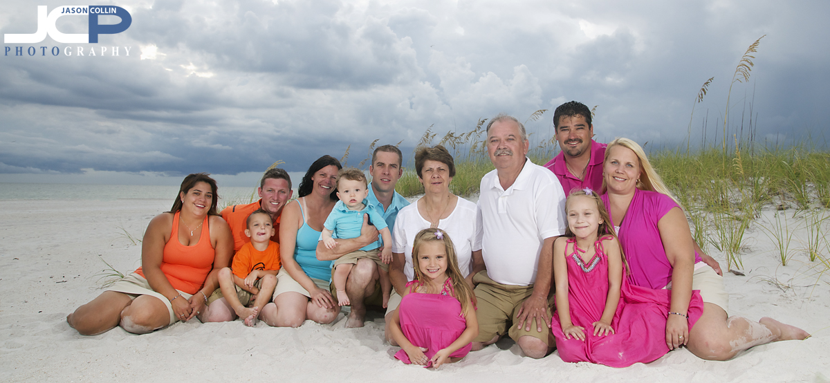 12-person-extended-family-beach-portrait