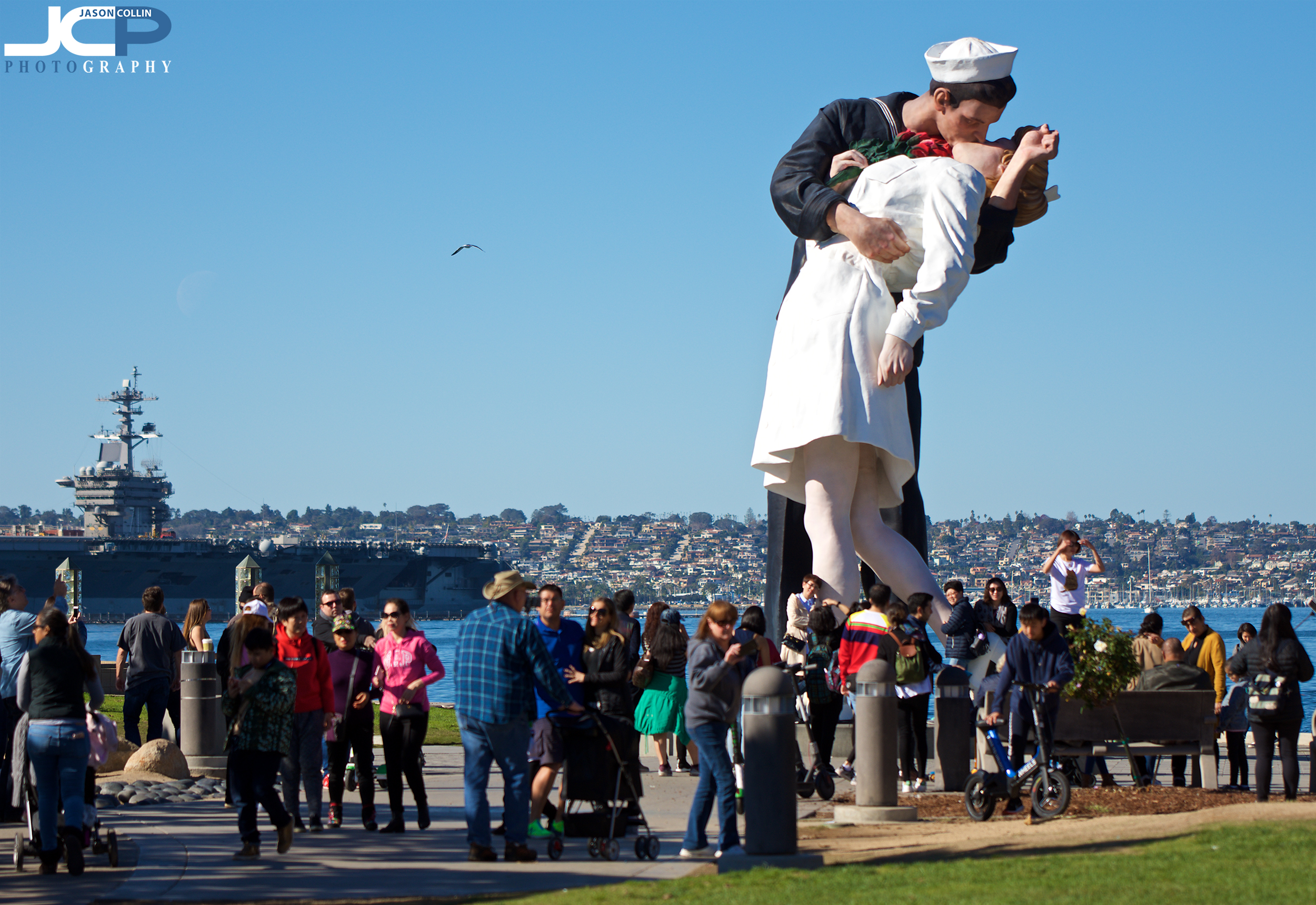 sailor kissing woman statue tourist attraction San Diego