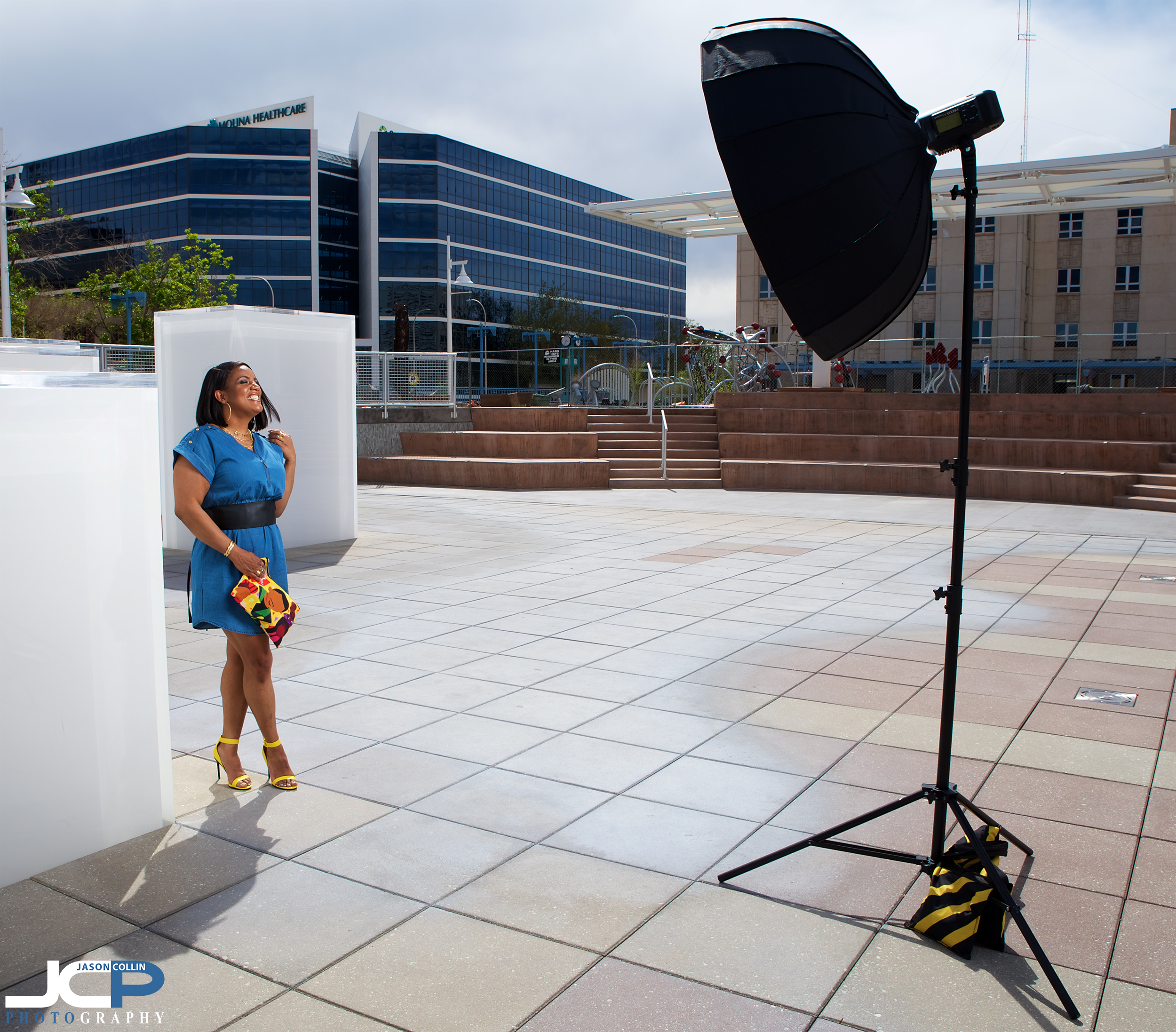 """Godox AD600 in 42"""" Cheetahstand SoupBowl softbox with beauty dish and single diffusion"""