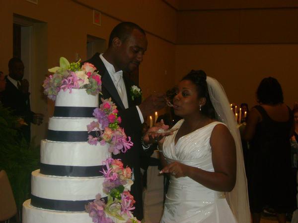 Allonda Wedding cake.jpg