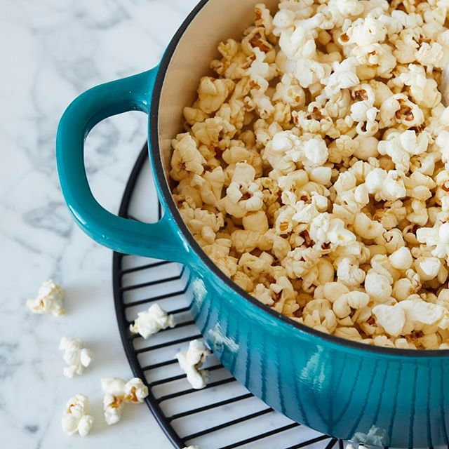 Dutch Oven Popcorn for The 5-Ingredient Dutch Oven Cookbook #the5ingredientdutchovencookbook #cookbook #callistomedia #foodstylist #foodphotography #foodstyling #popcorn #dutchoven 📷 @eviabeler