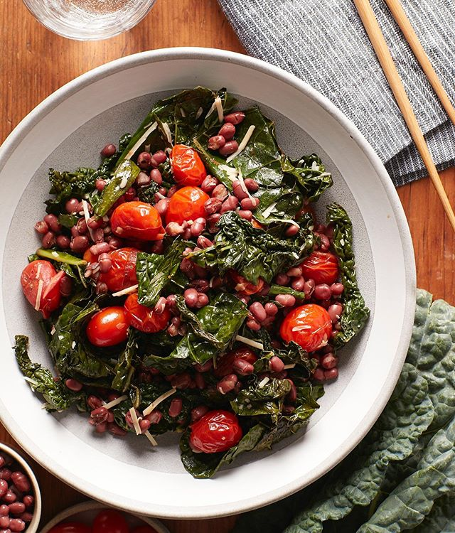 Kale with Tomatoes and Adzuki Beans for The Chinese Medicine Cookbook #thechinesemedicinecookbook #kale #tomatoes #adzukibeans #chinesemedicine #chinesefood #cookbook #callistomedia #foodstylist #foodphotography #foodstyling 📷 @eviabeler