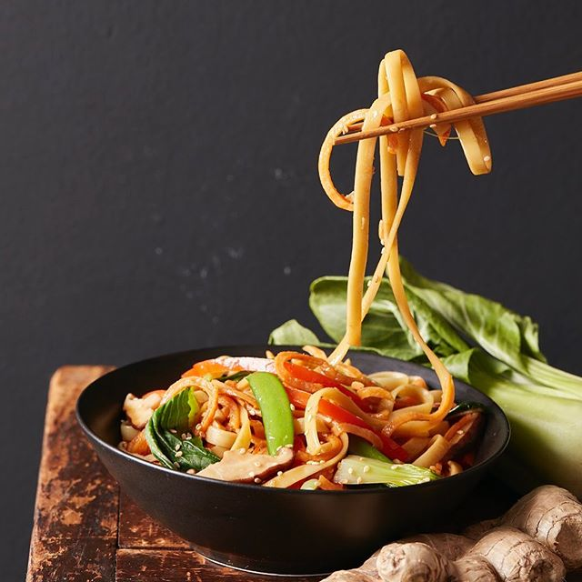 Vegetable Noodle Lo Mein for The Chinese Medicine Cookbook #lomein #vegetables #sesameseeds #shitake #bokchoy #thechinesemedicinecookbook #cookbook #callistomedia #foodstylist #foodphotography #foodstyling 📷 @eviabeler