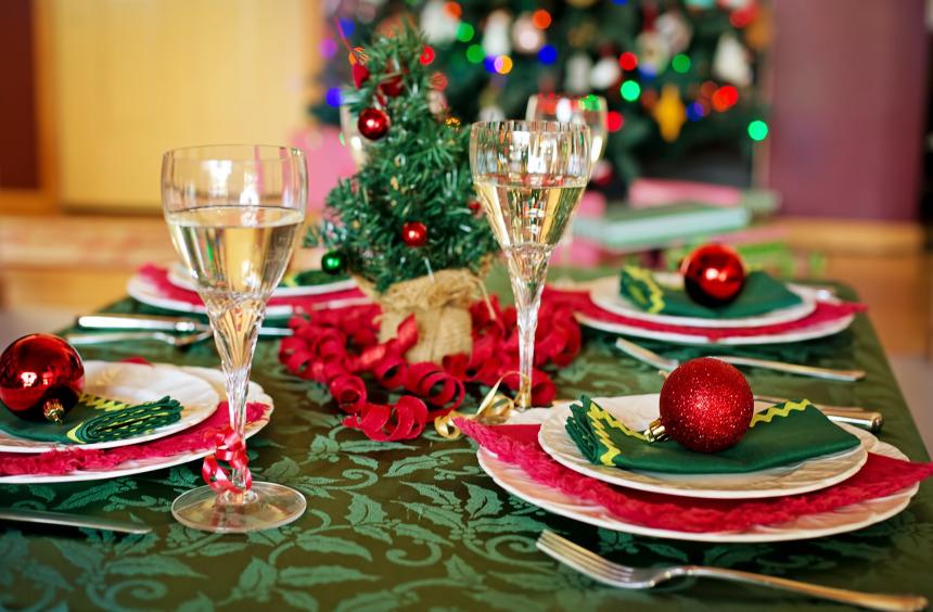 christmas-table-1909797_1920.jpg