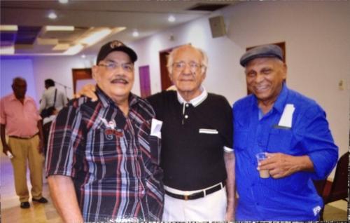 Rafael Campo Miranda    con dos grandes de la música del Caribe colombiano: Aníbal Velásquez (izq.) y Adolfo Pacheco (der.) (2015).