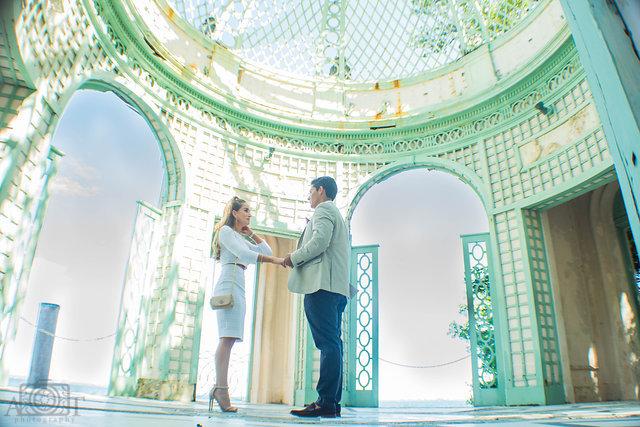 vizcaya-museum-gardens-miami-fl-dark-haired-couple-young-man-women-blonde-hair-proposal.jpg