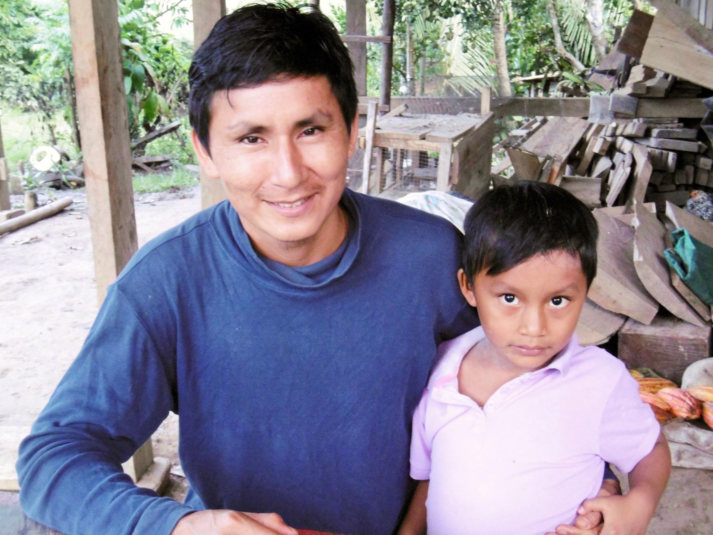 Felix Revilla Trujillo y su hijo – Pucallpillo
