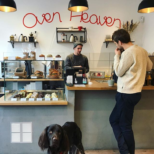 Enjoying a great cup of coffee sourced by @collaborativecs with incredible pastries ☕️🍰Welcome to @ovenheavenbx ❤️ —— #coffeeshop #bordeaux #specialtycoffee #pastries #coffeeroaster #bakery #probat #bestcoffeeintown #bestpastriesintown