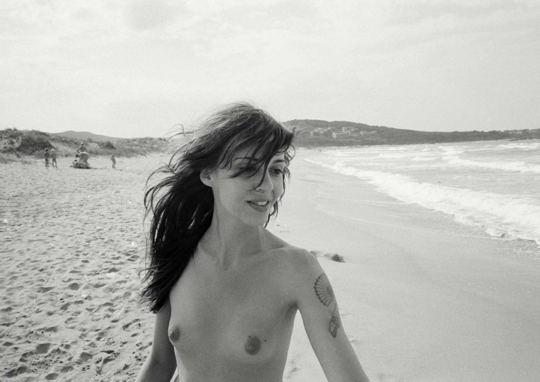 Magnus_Reed_Belgrade_tattoo_beach_girl.jpg