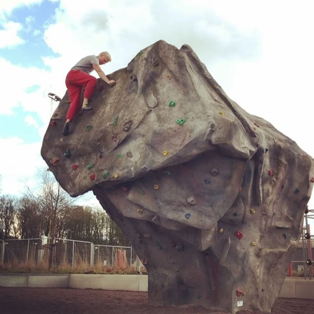 Outdoor Bouldering. 🧗♂️ ⠀ This was amazing!! I was surprised how well made the routes were, I definitely have some challenges here.. 👌 Stoked to climb outdoors more this summer!! 😃