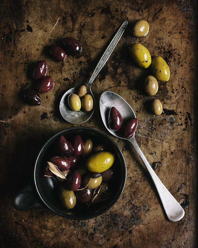A pleasure to shoot these South Australian Olives with their amazing depth of colour. Like olives... don't like olives...? How could you say no? Recreating a Donna Hay favourite. #adelaidephotographer #contentcreator 📷@heyandy.studio