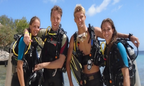 Introduction Dive - Never done diving before? Jump in with family or friends for a great and fun experience.