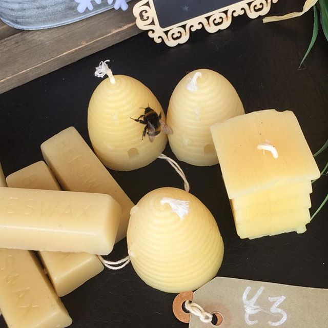 This bumblebee loves the smell of our beeswax candles too! 🐝🐝