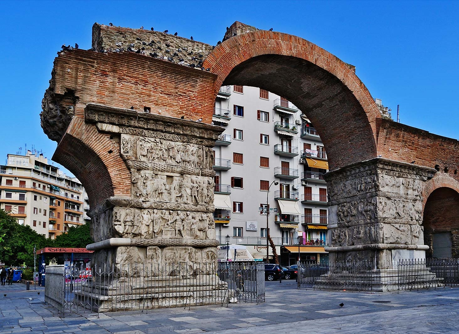 Arch of Galerius    The Arch of Galerius and the Rotunda are neighboring early 4th-century monuments in the city of Thessaloniki, in the region of Central Macedonia in northern Greece.