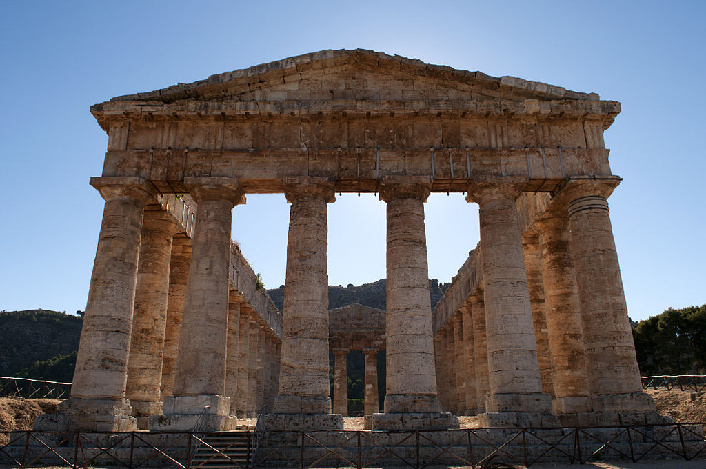 1024px-The_Doric_temple_of_Segesta,_Sicily,_Italy_(4894100647).jpg