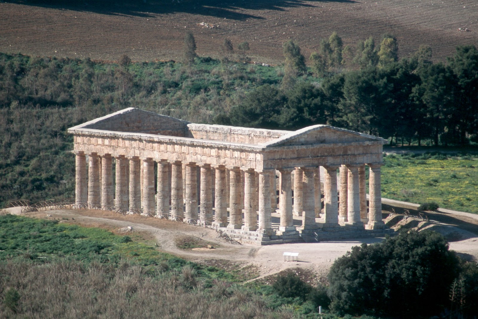 Doric Temple of Segestad.jpg