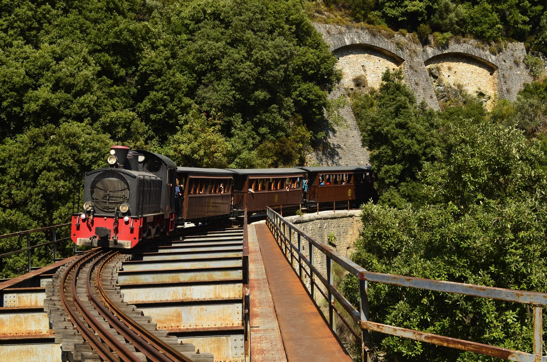 shutterstock_86659753_Montzouris-Smudgy-train-also-named-Pelion-train.jpg