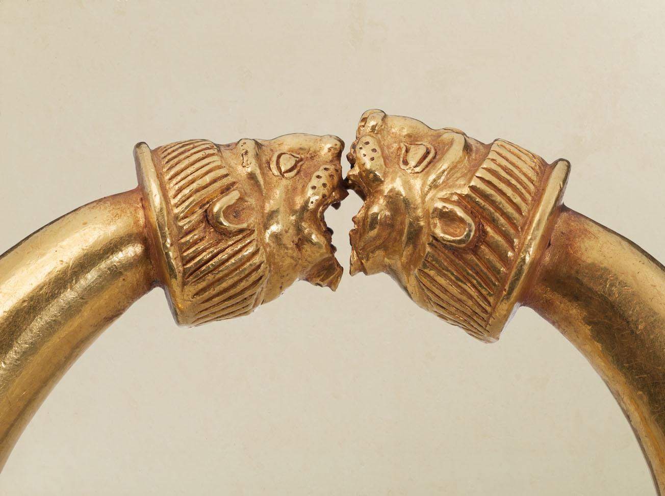 KG0013-Pair-of-Gold-Lion-head-Bracelets-detail-Credit-Kallos-Gallery-_-Steve-Wakeham_LOW.jpg
