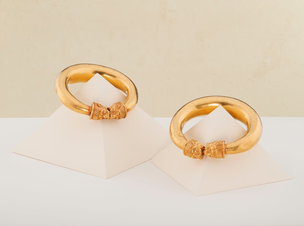 pair-of-gold-lion-head-bracelets-credit-kallos-gallery-steve-wakeham-2.png