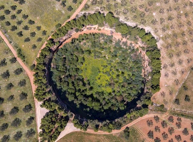 Overhead view of the smaller sinkhole, containing two tiny byzantine churches built under the cliff at the bottom. – © Hellenic Ministry of Culture and Sports/Ephorate of Antiquities of Argolida