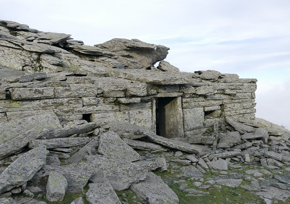 Ochi Dragon-house: Southern front. Image Credit:    Wikimedia Commons   .
