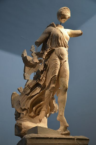 Nike_of_Paionios, _Olympia_Archaeological_Museum_ (16149728289).