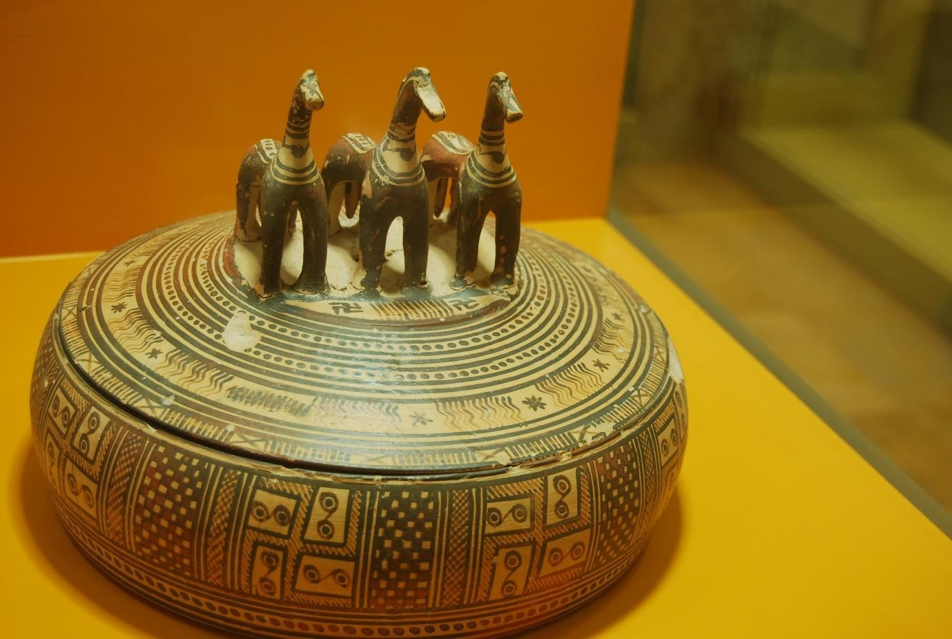 Fig.3: Fig. 3 Late Geometric Pyxis. Museum of Ancient Agora of Athens. Author: Heidi Kontkanen 2012.