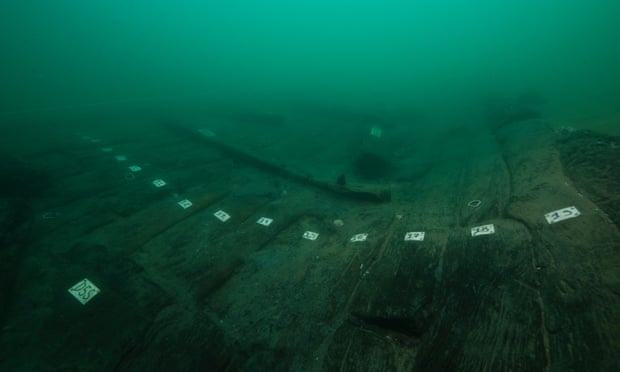 The wooden hull of ship 17. Photograph: Christoph Gerigk/Franck Goddio/Hilti Foundation