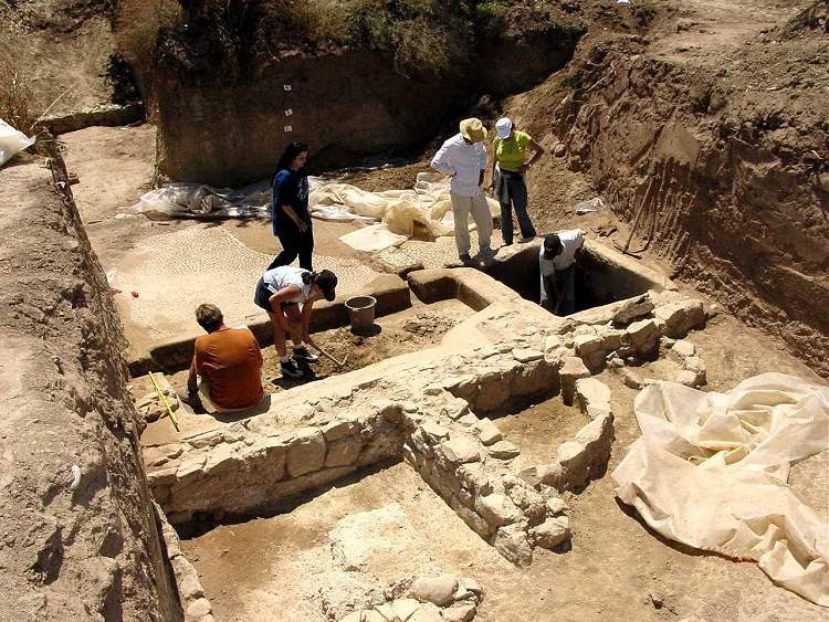 Fig 6. Hellenistic basins and workshop during excavation in 2004