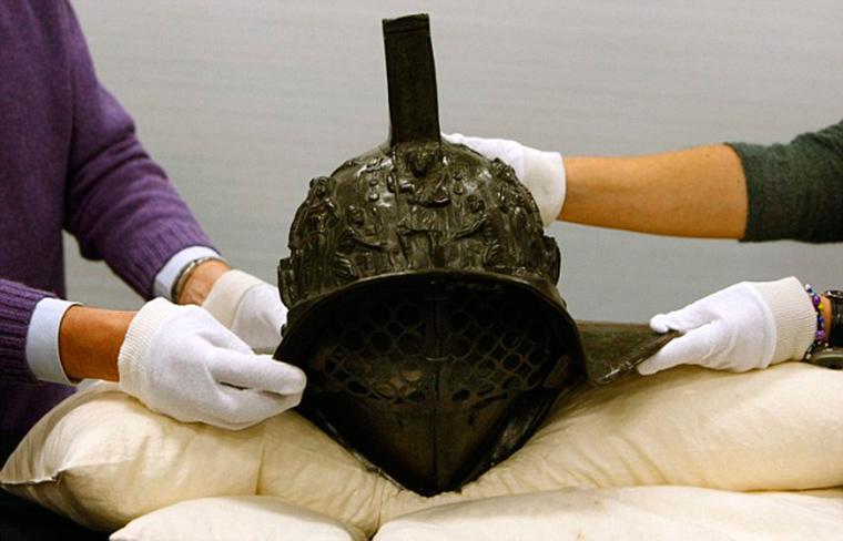 2000-year-old-gladiator-helmet-Pompeii-1.jpg