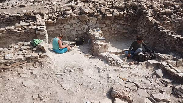 Sampling and recording in Trench A. Image credit: Cambridge Keros Project