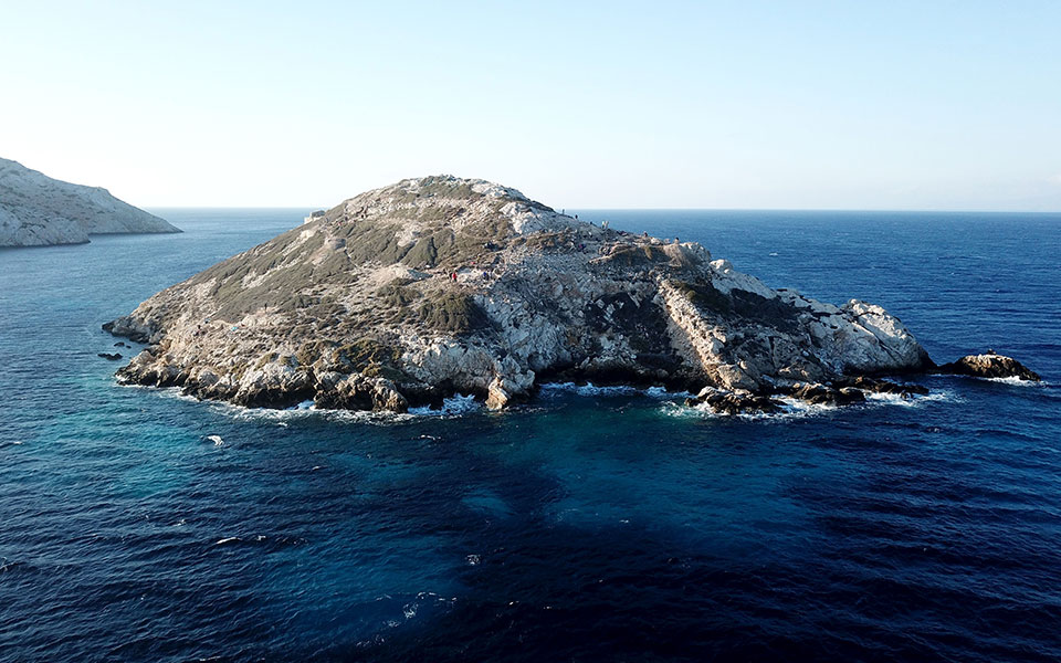 The islet 'mini-mountain' of Dhaskalio, off the Cycladic island of Keros (Cambridge Keros Project)
