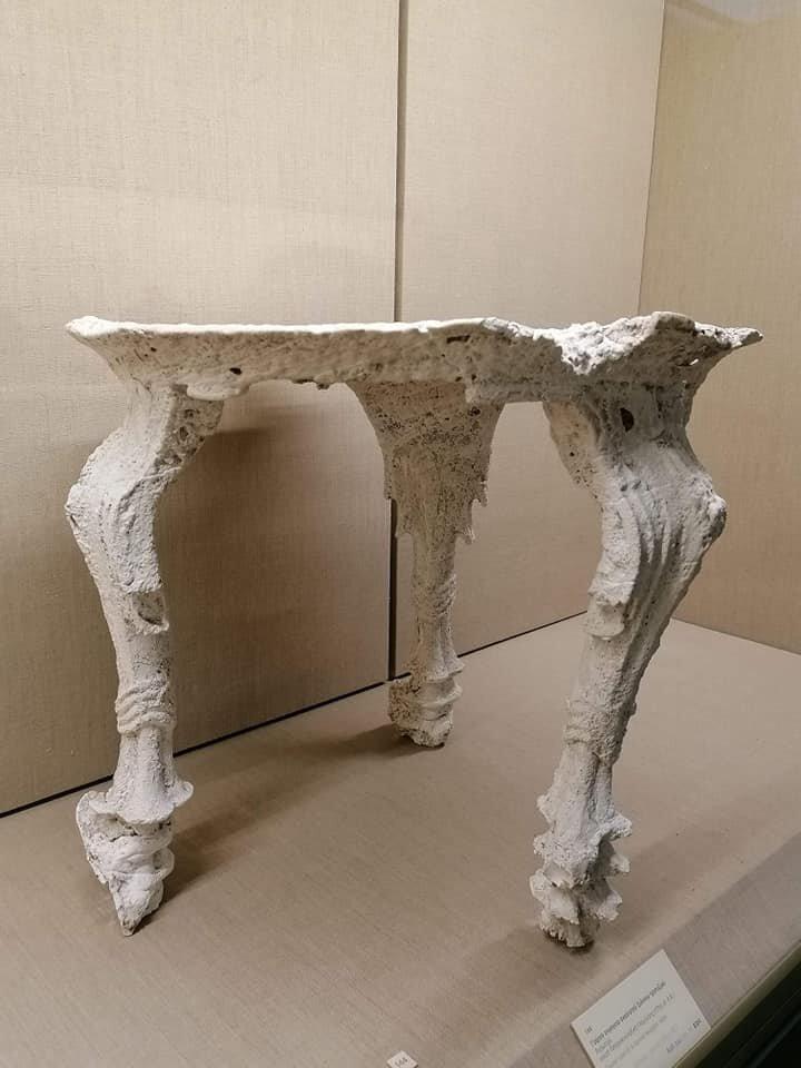 Wooden table, hysterocycladic I 17th century BC Museum of Prehistoric Thira, Fira Photo: Kostis Talos / Athenologio