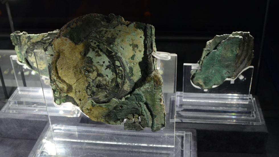 Exploded view of Antikythera mechanism (Peulle/Wikimedia)