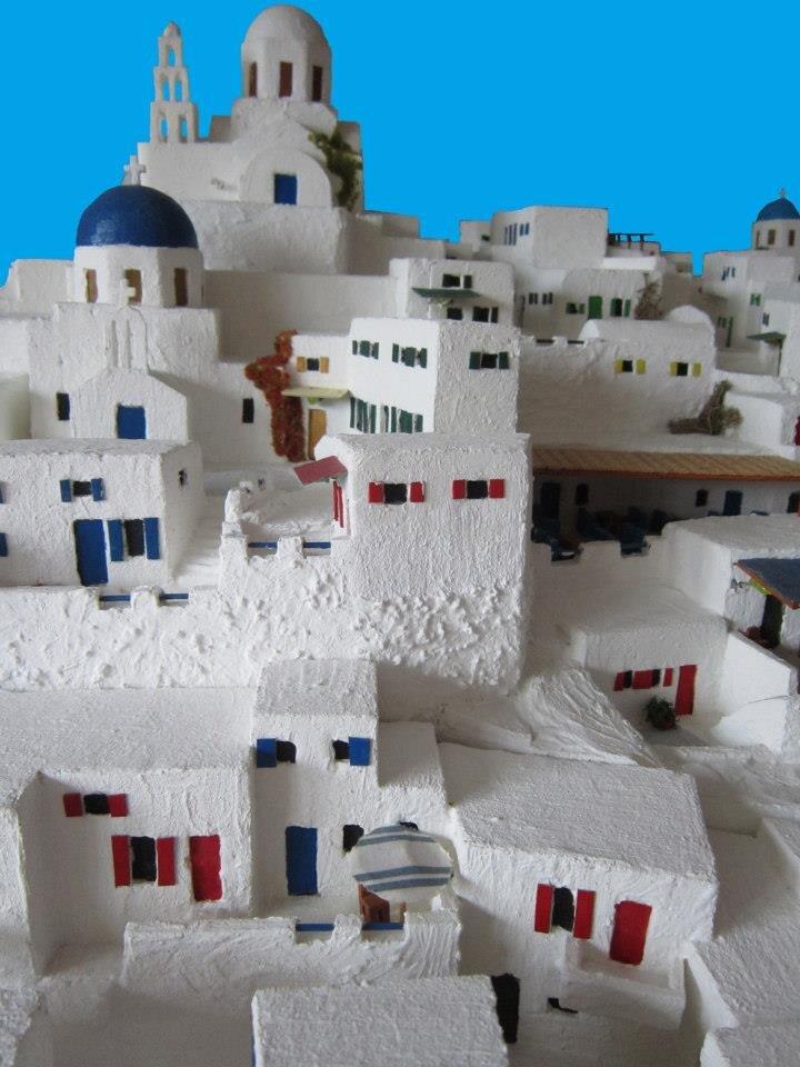 o-ollandos-poy-lachtara-tin-ellada-dimioyrgei-miniatoyra-tis-santorinis-ston-kipo-toy.jpg