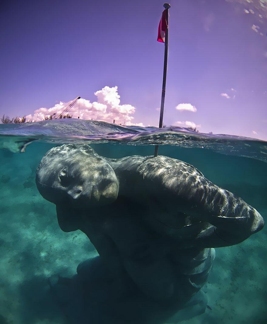 ocean-atlas-bahamas-underwater-sculpture-jason-decaires-taylor-7.jpg