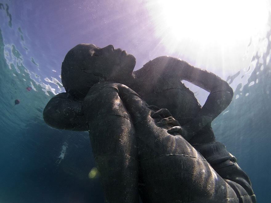 ocean-atlas-bahamas-underwater-sculpture-jason-decaires-taylor-1.jpg