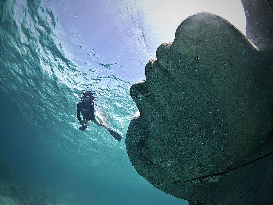 ocean-atlas-bahamas-underwater-sculpture-jason-decaires-taylor-3.jpg