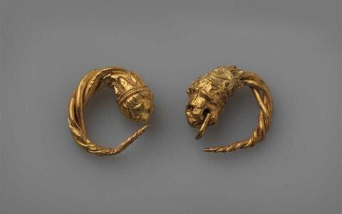 χρυσά σκουλαρίκια-βρέθηκαν στο vergina.jpg
