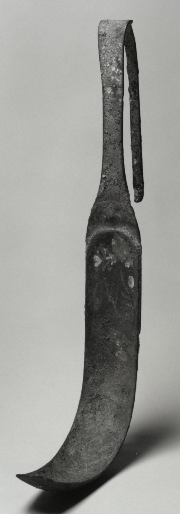 Strigils were used by Greeks and Romans to scrape layers of sand and oil from their bodies after exercising. (Image: By Anonymous (Roman Empire) – Walters Art Museum/Public domain)