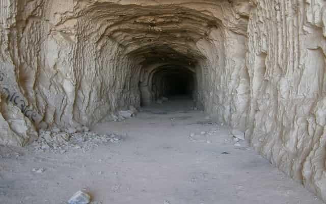 cave-min.jpg