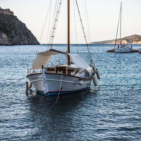 119893-kefalonia-greece-island-boat.jpg