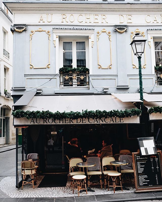 The cutest and most French little restaurant @joelinthechinashop and I visited during our trip to Paris. And by most French, I mean the one we had to use @google translate for the most! 😂 - But in all seriousness, it was the only place where they didn't have an English menu and we wanted to see how far along we could get ordering based off of our translations. The result? Joel ended up having the best pork chop of his life, and I was wishing  we could go back so I could have it too! - #thewalkerstakeeurope