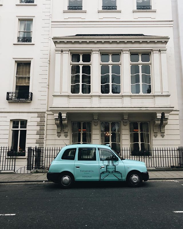 When you wish all the taxis you took in London could of been this dreamy shade of @tiffanyandco blue! 💙