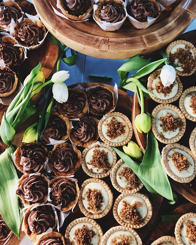 Sometimes you just have to #breakthefeed for the most gorgeous key lime and chocolate tiny pies. And tulips, because spring is here and I am FOR IT! - Happy #PiDay, Friends!