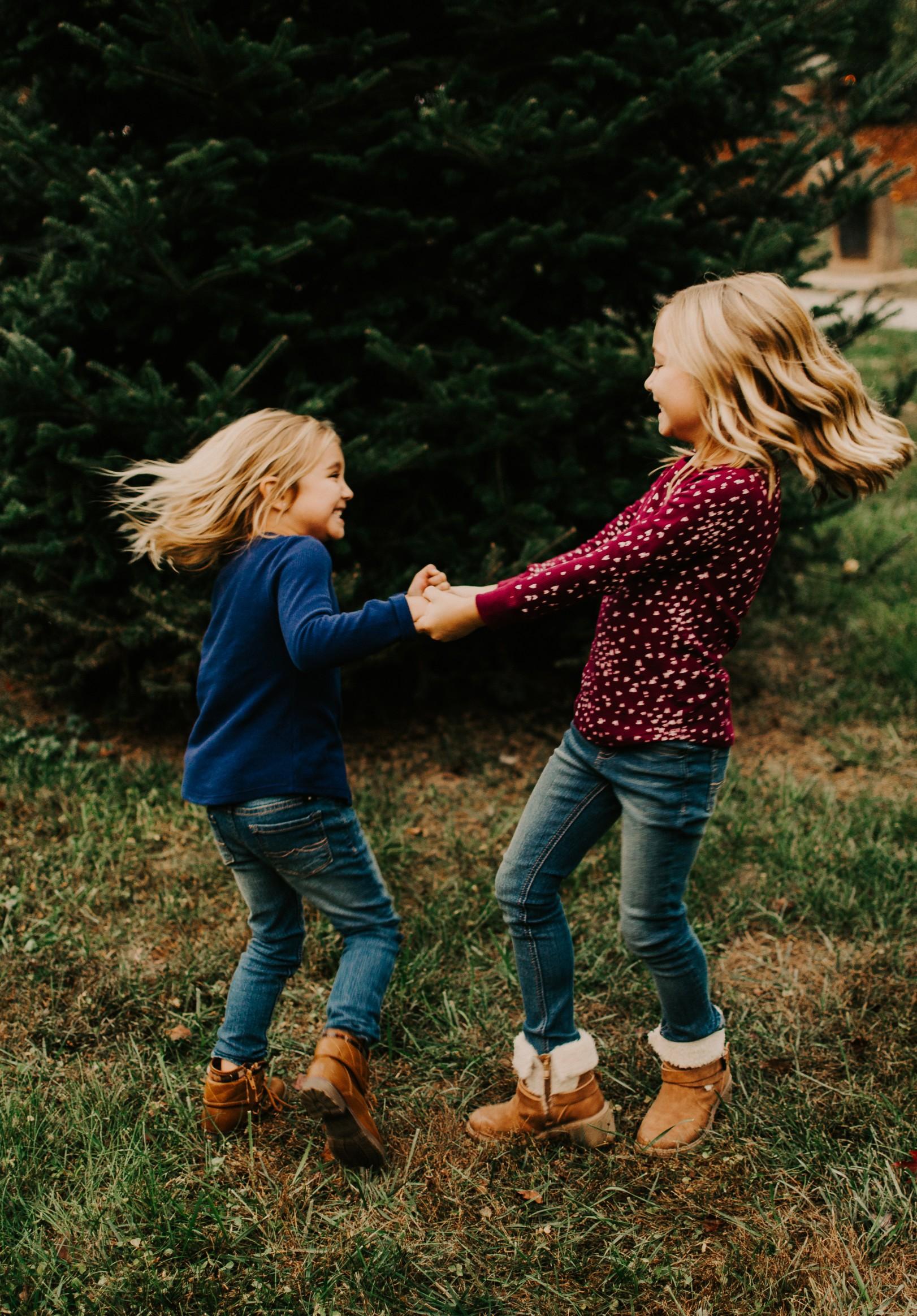 child-photography-sister-portrait.jpg.